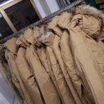 Il Villaggio dei Ragazzi dona 400 giubbotti invernali ai senzatetto.